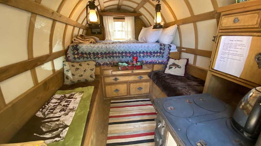 """Unique and Romantic """"Glamping"""" near Capitol Reef"""