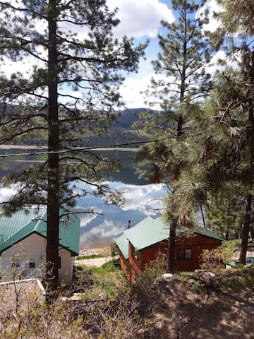 Kelly's Lakefront Cottage