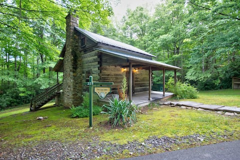 Restored 1860's Log Cabin Filled with Charm