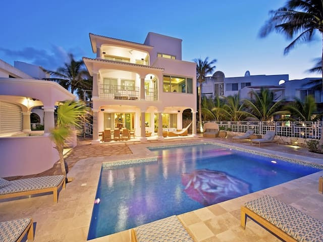 CASA ROSA - Luxury Beach Front House IV - Akumal - Villa