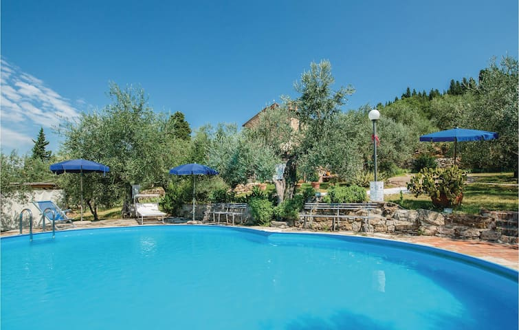 Holiday apartment with 2 bedrooms on 130m² in Calenzano (FI)