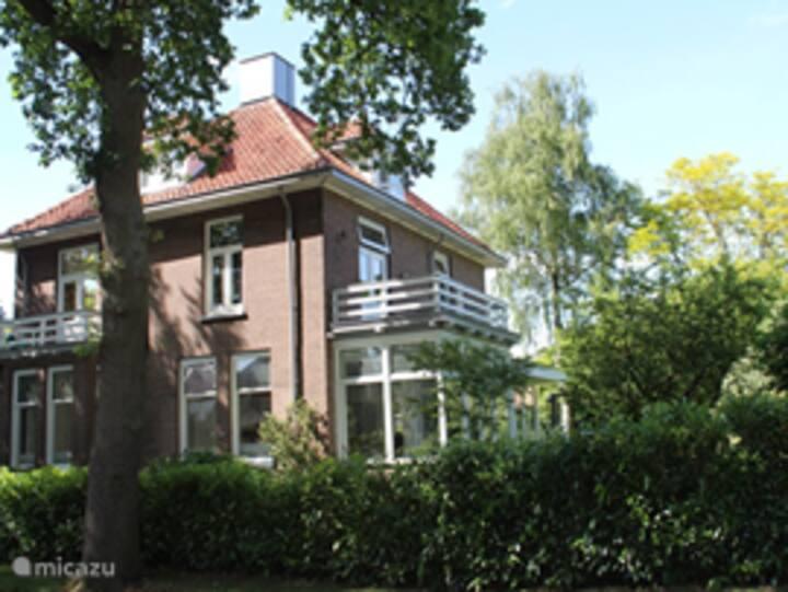Vrijstaande villa in mooie groene wijk.