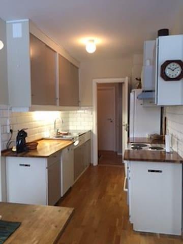 Lys praktisk retroleilighet sentralt i Drøbak - Drøbak - Apartment