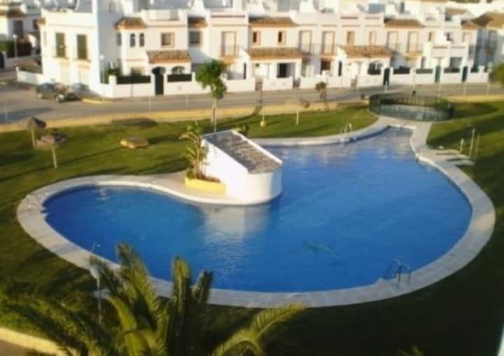 Casa vacaciones.  piscina  tenis vacacional comuni