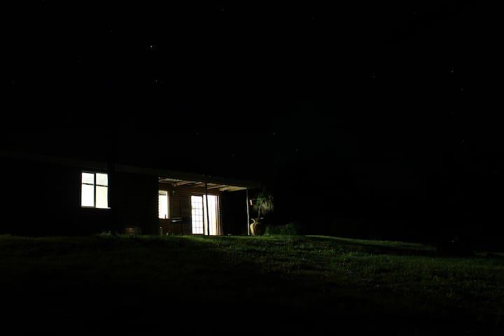 Farmstrong's Log-Inn - Howick - Houten huisje