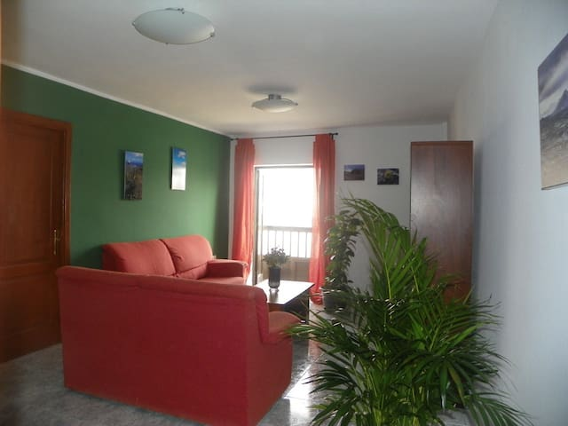 Beach 3 minutes. Cute,Big and Sunny. OPENING OFFER - Arrecife - Condominium