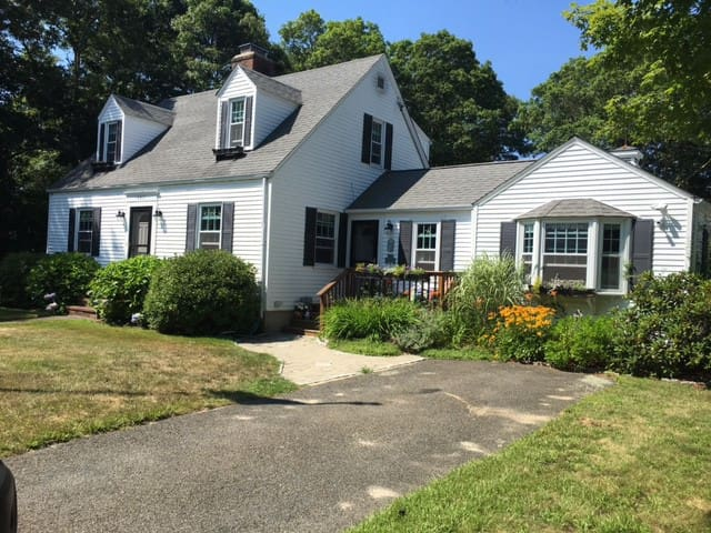 Lovely 3 Bed home near beaches, downtown Hyannis - Barnstable - Rumah