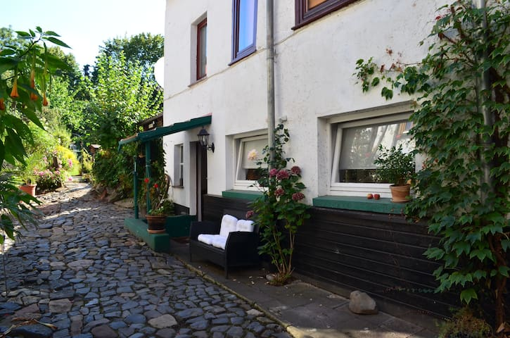 Idyllic holiday home near World Heritage site - Kassel - Apartment