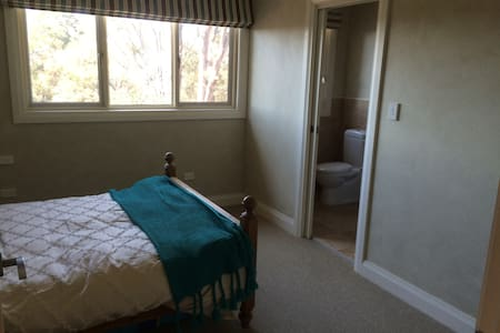 Large exec double + ensuite - Hornsby Heights
