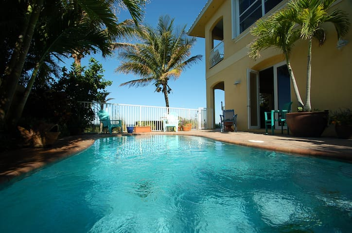 * Riverfront Luxury Pool Apartment, Ocean Access - Cocoa Beach - House