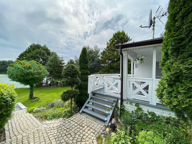 Wyjątkowy dom nad jeziorem,  z  prywatnym basenem