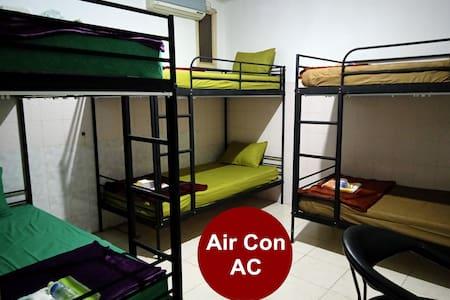Dormitory 6 Beds Near Train Station