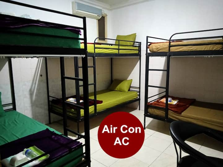 Dormitory 6 Beds Near Train Station