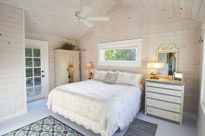 """""""Gingerbread House"""" is our only PET-FRIENDLY cottage. Instead of wood floors, it has stained concrete. You're sure to enjoy the comfortable King bed with cotton sheets, down comforter and feather pillows.  Let us know in advance if you'd like hypoallergenic comforter and pillows"""