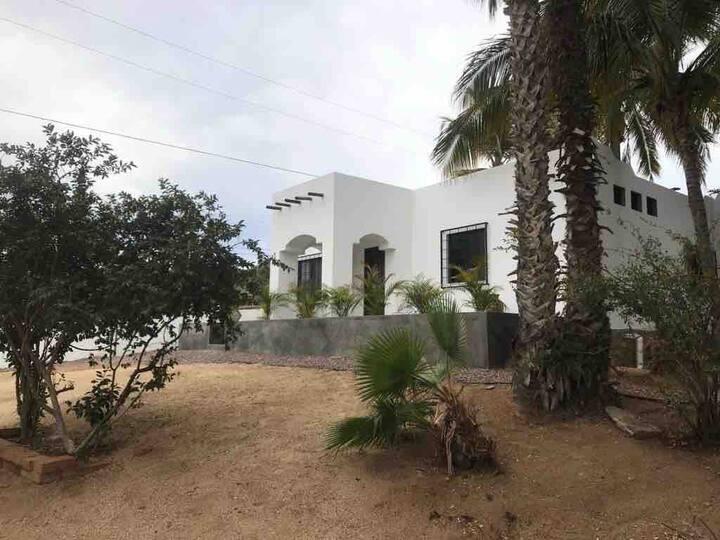 CASA CIRUELO  Charming house with garden.