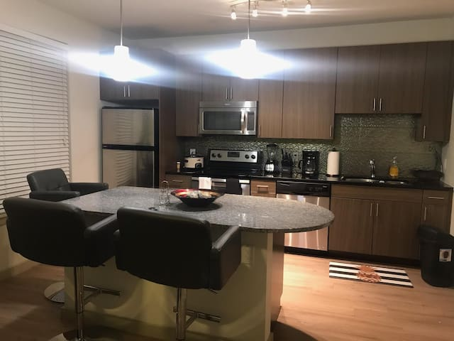 Luxury+Comfortable  Entire Uptown Apt w/ All..