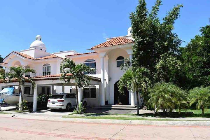 LUXURY HOUSE,  The best in all  Nvo VALLARTA!