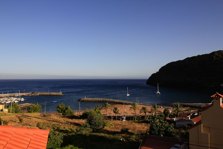 Casas da Lucia. Flat 1. 2 min foot from sand beach - Machico - Huoneisto