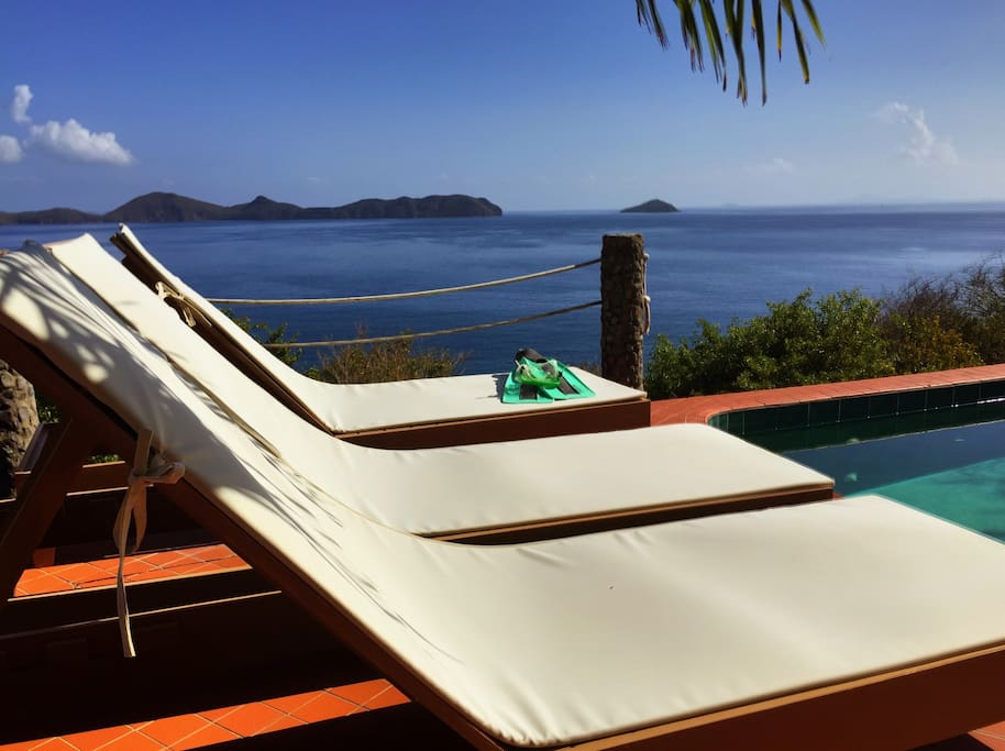 Swimming pool lounge chaise