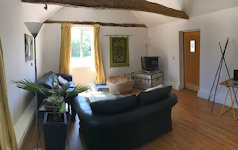 Private cottage for 3, Stansted, Essex, Cambridge