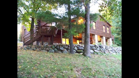 ★5000 SF Luxe Lakefront Home/Sports Court/Firepit★