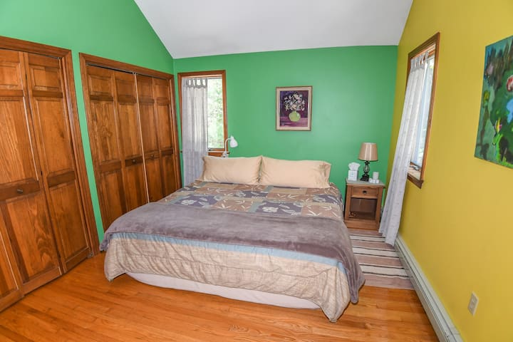 Cathedral King #1 -Quiet & Spacious, 5min to BEACH