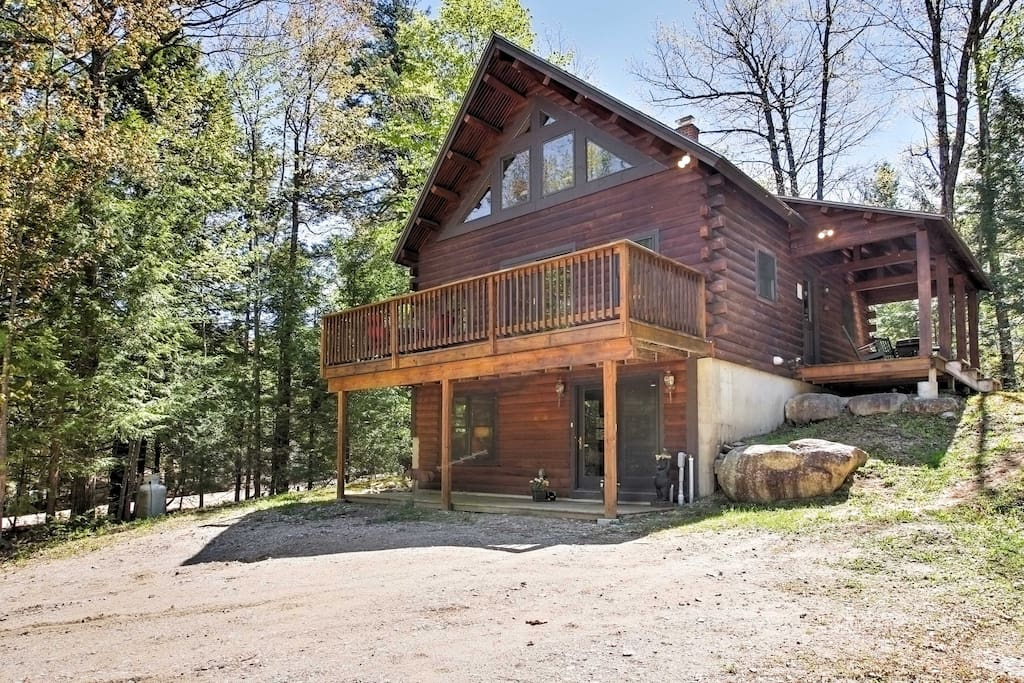 This charming cabin style home boasts 1,700 square feet of living space and sleeping accommodations for up to 10 guests.