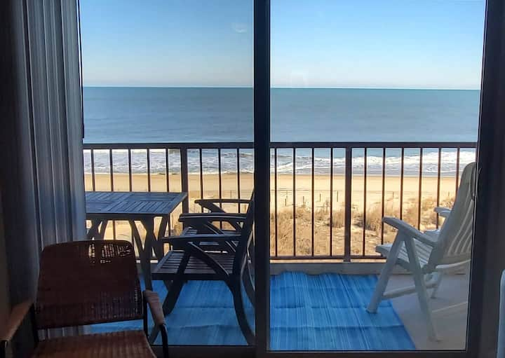 🦈Direct OceanFront*Fireplace* Pool*HBOMax*Disney+*Balcony