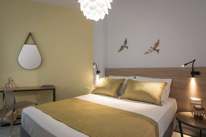 Citrine apartment, central luxury accommodation