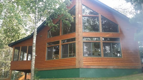 Readys hidaway retreat with pontoon/available
