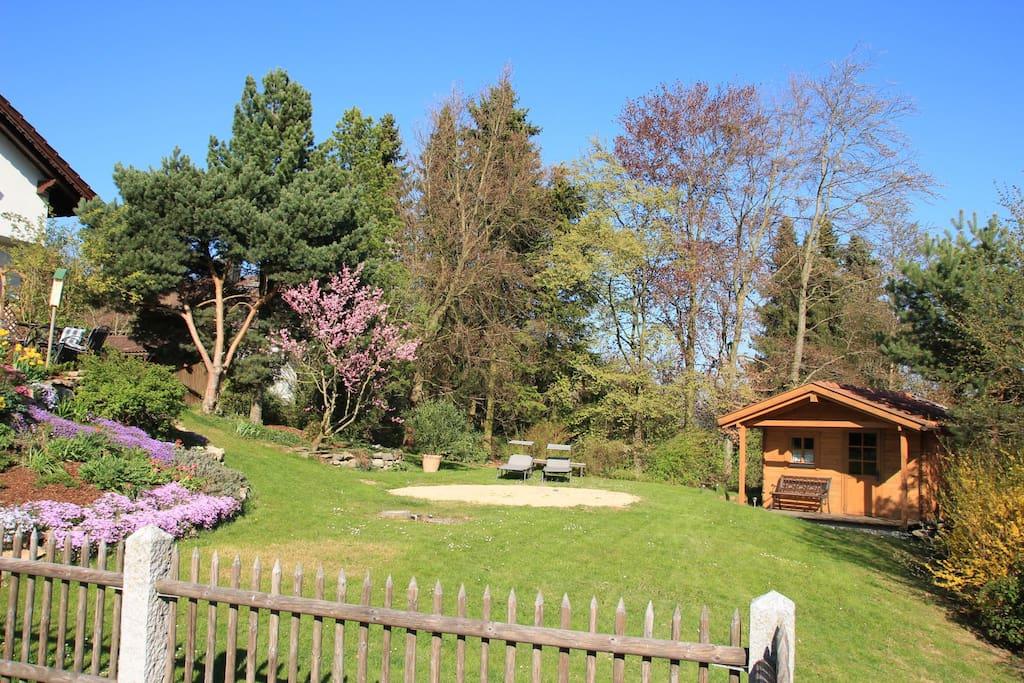 Garten mit Liegewiese zum Sonnen und Entspannen