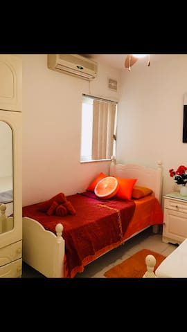 Room Orange 2019