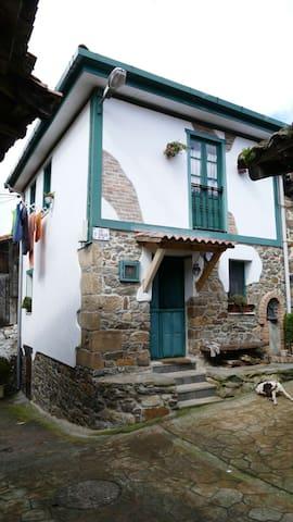 Casa de pueblo adosada, zona Anglir - Riosa - ทาวน์เฮาส์