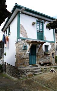 Casa de pueblo adosada, zona Anglir - Riosa
