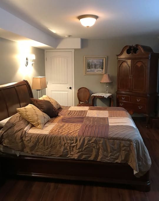 Bedroom F with a queen size bed located in the basement with a private entrance