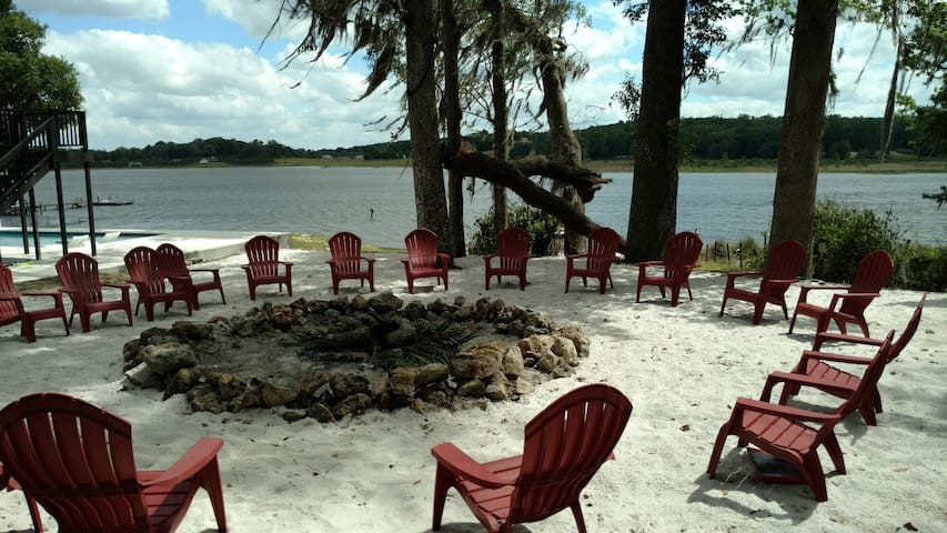 Lakefront Relaxation and Family Fun Retreat - Dade City - Haus