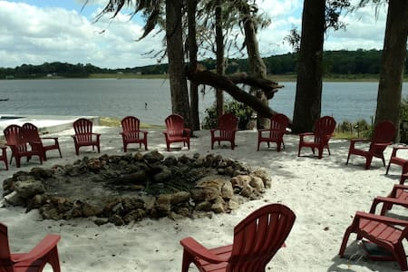 Lakefront Relaxation and Family Fun Retreat - Dade City - Talo