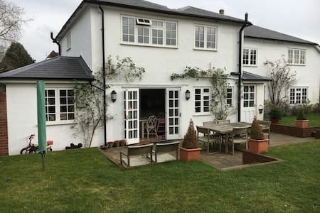 Large and bright family home with wonderful garden - Witley