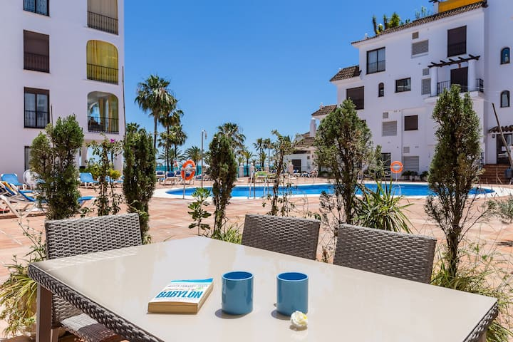 2 bedroom ground floor, direct access to the pool and the beach, gardens, 24 h security service, Wi-Fi