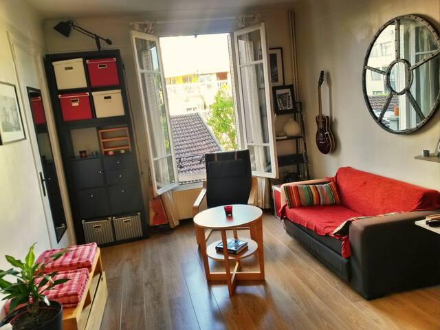 Joli Appartement Rouge - Sympa, calme et central