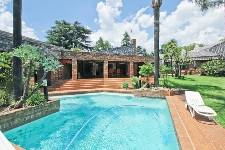 Private Garden Cottage/Flat in Morningside - Sandton - Guesthouse