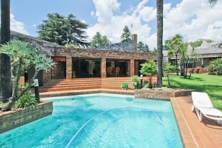 Private Garden Cottage/Flat in Morningside - Sandton