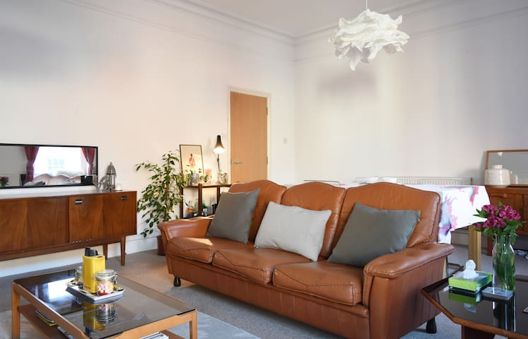 Spacious Retro Luxury Apartment - Atherstone - Квартира