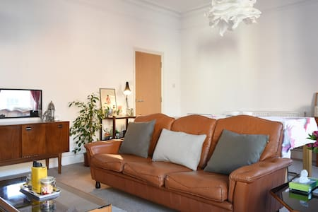 Spacious Retro Luxury 1 Bed Apartment - Atherstone