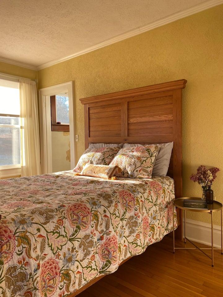 Cozy Room In Rural Craftsman Home