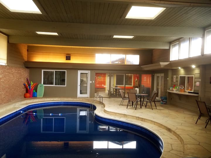 Private Pool for Small Groups at Avant Garde Valpo