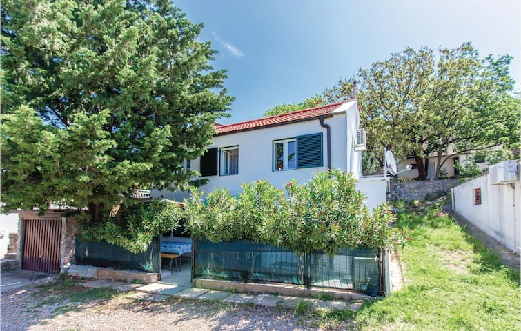 Holiday cottage with 1 bedroom on 54 m² in Stinica