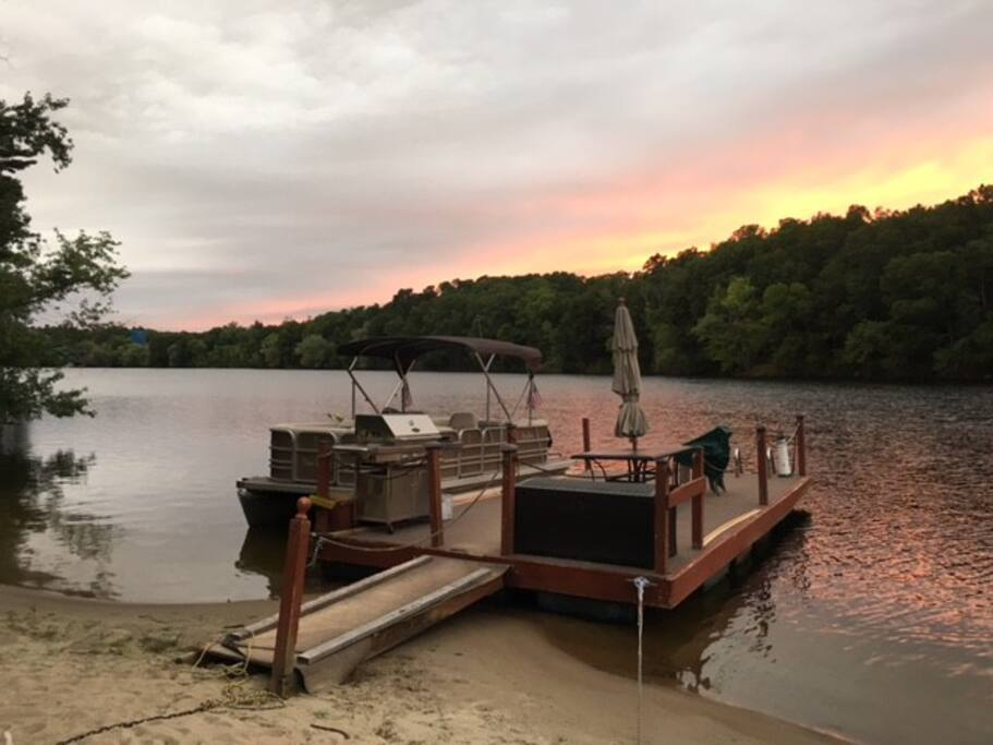 Enjoy a sunset dinner or a sunrise breakfast.  Being on the river bend point we see both!