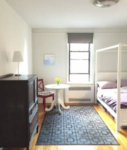 Private Spacious Bedroom in Astoria 4 min from N/Q - Queens - Lejlighed