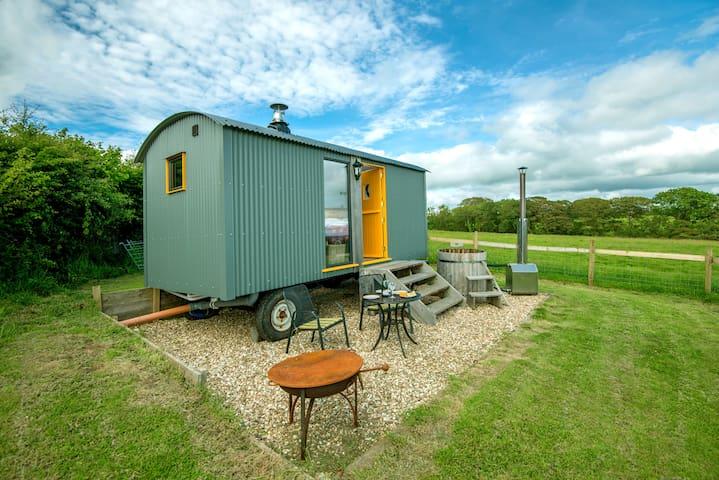 Big Cwtch Shepherd Hut